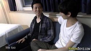 Asian teen fingers hole